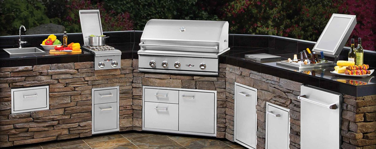 <p>Complete outdoor grills, kitchens and accessories.</p>